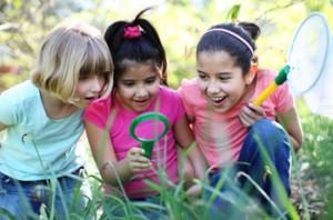 Children-exploring-the-outdoors-350x232-300x198